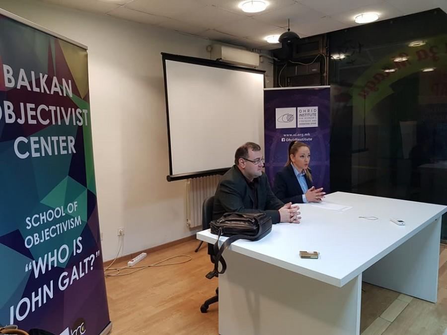 Професорот Грегори Салмиери како предавач на отворениот час на Школата за објективизам во Скопје