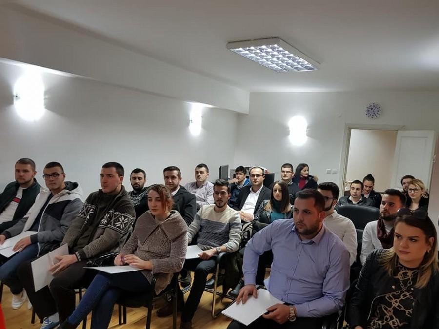 Институт Охрид им посака добредојде на две нови генерации на Школата за млади политичари!